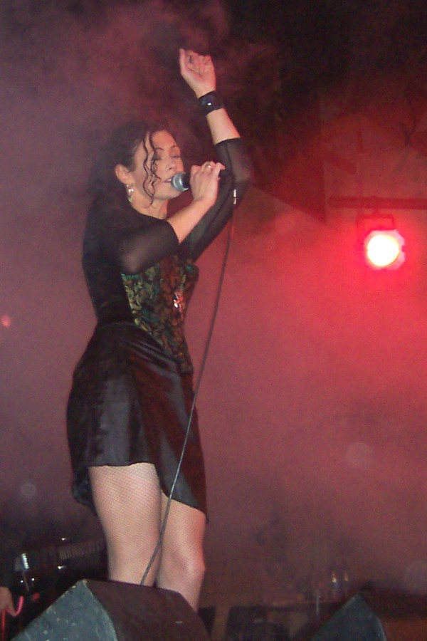 Candia_Ridley_singing_redlight_August_2005.jpg